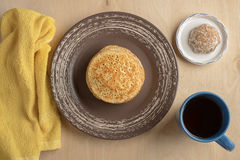 Pancake e tazza Fotografie Stock