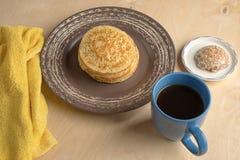 Pancake e tazza Fotografie Stock Libere da Diritti