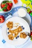 Pancake a forma di dell'aeroplano di divertimento per i bambini Fotografia Stock Libera da Diritti