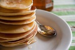Pancake fragranti per la prima colazione Fotografia Stock