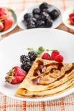 Pancake with fresh fruit Royalty Free Stock Photos