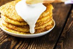 Pancake. I pancake impilano, pancake russi tradizionali - blini Fotografia Stock Libera da Diritti