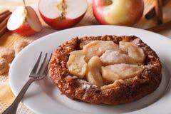 Pancake olandese del bambino con le mele su un orizzontale del primo piano del piatto Fotografia Stock Libera da Diritti