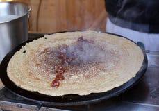 Pancake - Palachinka, Palatschinke o palacsinta è un crêpe sottile - varietà di pancake Palatschinke è pancake sottili simili a Immagine Stock