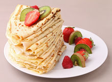 Pancake pile with fruits Stock Photography