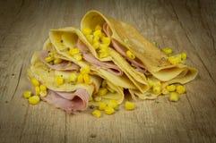 Pancake salati con il formaggio ed il cereale del prosciutto Fotografia Stock