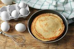 Pancake saporiti sulla pentola Fotografie Stock Libere da Diritti