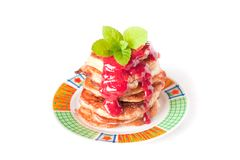 Pancake stack with fresh raspbery sauce Royalty Free Stock Photos
