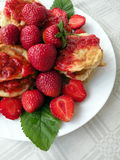 Pancake with strawberries Royalty Free Stock Images