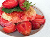 Pancake and strawberries Royalty Free Stock Photos