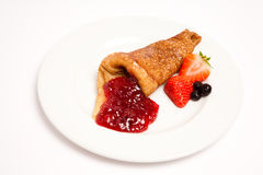 Pancake with strawberries and jam Royalty Free Stock Images