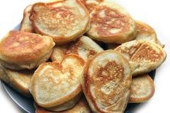 Pancake su una priorità bassa bianca Prodotto della farina fotografia stock