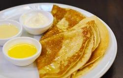 Pancake su una zolla Fotografie Stock
