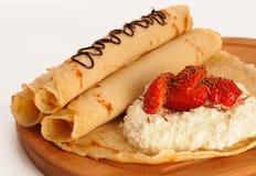Pancake sul bordo di legno Fotografia Stock Libera da Diritti