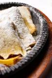 Pancake sul ridurre in pani di legno delle cucine Fotografia Stock Libera da Diritti