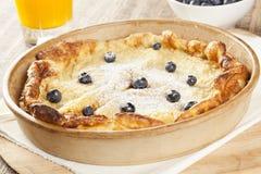 Pancake tedesco casalingo con i mirtilli immagine stock libera da diritti