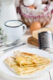 Pancake tradizionali con formaggio Fotografie Stock Libere da Diritti