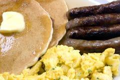 Pancake, uova e salsiccia 2 immagine stock