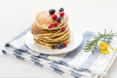 Pancakes with berries and maple syrup Royalty Free Stock Photography