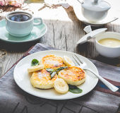 Pancakes from cottage cheese  with banana, powdered sugar and mi Royalty Free Stock Photography