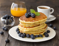 Pancakes with fresh blueberries and honey Royalty Free Stock Photos
