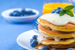Pancakes with fresh blueberry Royalty Free Stock Photos