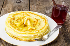 Pancakes and fruit tea with cinnamon Stock Photography