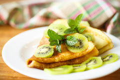 Pancakes with kiwi Royalty Free Stock Photography