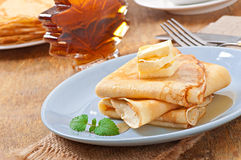 Pancakes with maple syrup Royalty Free Stock Photos
