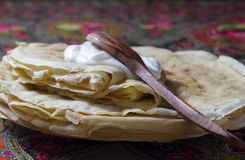 Pancakes pancakes with sour cream. The Russian traditional dish, the main thing during  Shrovetide, a symbol of spring and the sun Stock Photography