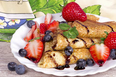 Pancakes with strawberries and blueberries Royalty Free Stock Photography