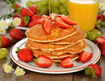 Pancakes with strawberries and honey Royalty Free Stock Photos