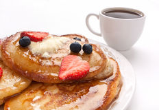 Pancakes with Strawberries and Maple Syrup Royalty Free Stock Images