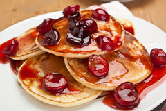Pancakes with sweet cherry sauce Royalty Free Stock Photos