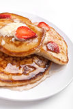Pancakes with syrup and strawberries Royalty Free Stock Photography