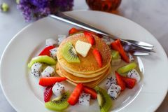 Pancakes topped with strawberry and kiwi Stock Images