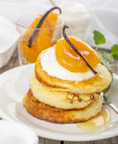 Pancakes with yoghurt and apricots Royalty Free Stock Photography