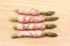Pancetta被包裹的芦笋 免版税库存图片