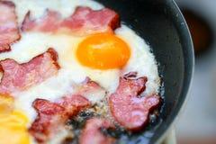 Pancetta affumicata fritta con le uova Immagine Stock Libera da Diritti