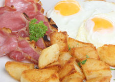Pancetta affumicata, uovo & patate fritte Fotografia Stock Libera da Diritti