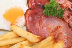 Pancetta affumicata, uovo & patatine fritte Immagine Stock Libera da Diritti
