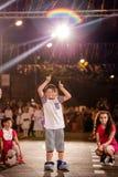 Pancevo - Servië 06 17 2017 Gelukkige jongen op Carnaval-parade Stock Afbeeldingen