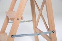 Panchetto di legno su un fondo bianco Fotografia Stock
