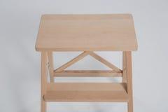 Panchetto di legno su un fondo bianco Immagini Stock