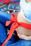 Pancia della donna incinta Immagini Stock
