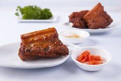 Pancia di carne di maiale e costole di carne di maiale infornate profonde fotografia stock