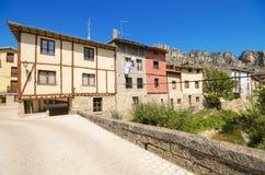 PANCORBO, SPANIEN - 28. JUNI: Szenische Ansicht einiger alter Häuser in der alten Stadt von Pancorbo, Burgos, Spanien am 28. Juni Stockfoto