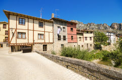 PANCORBO, SPANJE - JUNI 28: Toneelmening van sommige oude huizen in de oude stad van Pancorbo, Burgos, Spanje op 28 Juni, 2015 Stock Foto