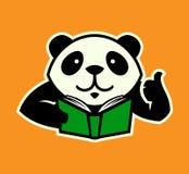 Panda charakter z książką up i kciukiem royalty ilustracja