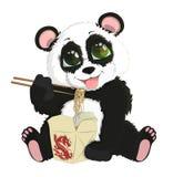 Panda engraçada bonito do bebê que come macarronetes chineses Fundo branco Fotografia de Stock